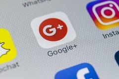 Google plus podaniowa ikona na Jabłczanego iPhone 8 smartphone parawanowym zakończeniu Google plus app ikona Google+ Fotografia Royalty Free