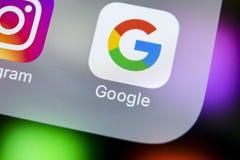 Google podaniowa ikona na Jabłczanego iPhone X smartphone parawanowym zakończeniu Google app ikona 3d sieć obrazek odpłacający si Zdjęcie Royalty Free