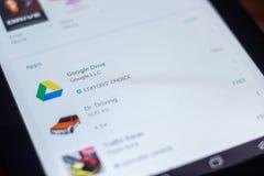 Google Prowadnikowa ikona w liście mobilni apps Ryazan Rosja, Marzec - 21, 2018 - Zdjęcie Stock