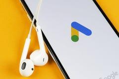 Google reklam AdWords podaniowa ikona na Jab?czany X iPhone parawanowym zako?czeniu Google reklama Formu?uje ikon? Google reklam  obraz royalty free