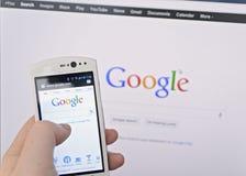 Google sökande Arkivbild
