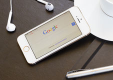Google search page on screen of Iphone 5s. Stock Image