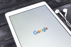 Google start web homepage page on display of Apple iPad Pro. Google is an American multinational corporation with Internet. Sankt-Petersburg, Russia, November 23 Royalty Free Stock Photos