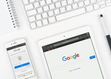 Google sur l'affichage de l'iPad et de l'iPhone Image stock