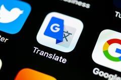 Google Tłumaczy podaniową ikonę na Jabłczany X iPhone parawanowym zakończeniu Google Tłumaczy ikonę Google Tłumaczy zastosowanie  Zdjęcie Stock