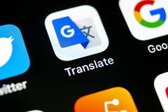 Google Tłumaczy podaniową ikonę na Jabłczany X iPhone parawanowym zakończeniu Google Tłumaczy ikonę Google Tłumaczy zastosowanie  Zdjęcia Royalty Free