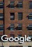 Google-teken bij hoofdkwartier in NY stock afbeelding