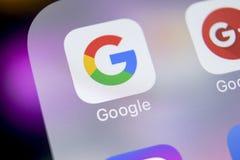 Google-toepassingspictogram op Apple-iPhone X het close-up van het smartphonescherm Het pictogram van Google app Sociaal netwerk  royalty-vrije stock foto's