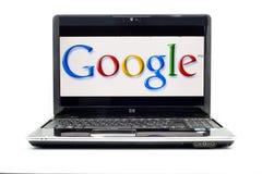 Google-Zeichen auf Hochdrucklaptop Stockfotografie