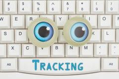 Googly wordt gevolgd op Internet met ogen op een toetsenbord stock foto