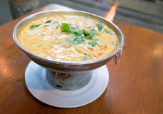 Goong Тома yum (бак креветки горячий) с супом кокоса, тайским известным меню стоковые фотографии rf