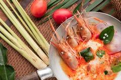 Goong da sopa ou do tom de Tom Yum yum, um camarão picante tradicional tailandês assim fotografia de stock royalty free