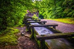 Goot en sleep bij Mingus-Molen, Great Smoky Mountains Nationaal P stock foto