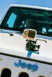 GoPro na parte dianteira de um jipe imagens de stock