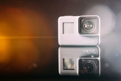 GoProheld 5 digitale actiecamera met lensgloed Royalty-vrije Stock Afbeeldingen