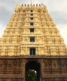 Gopura Gopuram - строб в индусских висках стиля Dravidian Стоковые Изображения