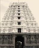 Gopura Gopuram - una puerta en templos hindúes del estilo de Dravidian Fotografía de archivo