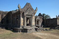 Gopura III con l'entrata decorata al tempio del XI secolo di Preah Vihear Fotografia Stock