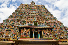 Gopura (torre) del templo hindú Foto de archivo libre de regalías