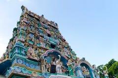 Gopuram del templo hindú o pagoda de la fachada Fotos de archivo