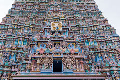 Gopuram do leste do templo de Meenakshi visto da rua Fotografia de Stock Royalty Free