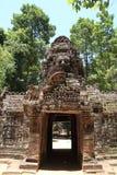 Gopuram occidental en el som de TA en Angkor Imagenes de archivo