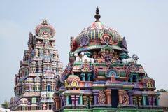 Gopuram scolpito Colourful, vicino al tempio di Shiva, Gangaikonda Cholapuram, Tamil Nadu fotografie stock libere da diritti