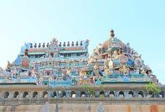 Gopuram sjö och vattenbehållare i Thillai Nataraja Temple som är chidambar Royaltyfri Fotografi