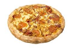 Gorąca domowej roboty Pepperoni pizza z plasterkami baleron i kurczak Przedmiot na białym tle Fotografia Stock