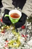 Gorąca filiżanka herbata na wigilii obraz stock