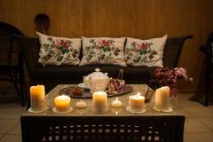 Gorąca herbata biała herbaciana filiżanka Romantyczna cukierniana atmosfera Obraz Royalty Free