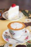Gorąca herbata, gorąca kawa z tortem Zdjęcia Royalty Free