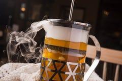 Gorąca herbata w teapot z wiele opar zdjęcia stock