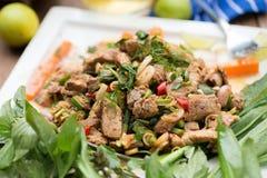 Gorąca i Korzenna Piec na grillu wieprzowiny sałatka Tajlandzki wołowiny sałatki przepis Tradit Zdjęcie Royalty Free