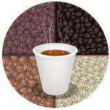 Gorąca kawa w Rozporządzalnej filiżance na Kawowych fasoli tle Zdjęcia Royalty Free