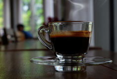 Gorąca kawa w sklep z kawą Obraz Royalty Free