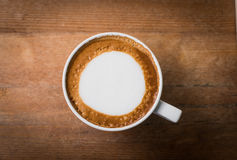 Gorąca kawa z piany mleka sztuką, latte sztuki kawa obrazy royalty free