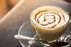 Gorąca latte sztuki kawa (Filtrujący wizerunek przetwarzający rocznik Zdjęcie Royalty Free