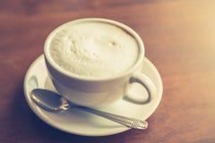 Gorąca latte sztuki kawa (Filtrujący wizerunek przetwarzający rocznik Zdjęcia Royalty Free