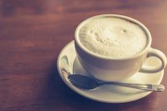 Gorąca latte sztuki kawa (Filtrujący wizerunek przetwarzający rocznik Fotografia Stock