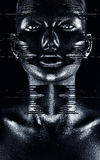Gorąca majestatyczna kobieta w płynąć czarną farbę Obrazy Stock
