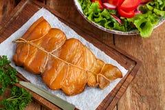 Gorąca uwędzona ryba z warzywami fotografia stock