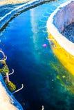 Gorąca woda od metra przy Sankamphaeng gorącą wiosną zdjęcia stock
