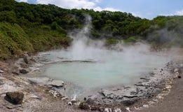 Gorąca woda Oyunuma staw w powulkanicznym krajobrazie piekło dolina Jigokudani Obraz Stock