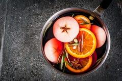 Gorąca zima rozmyślający wino fotografia royalty free