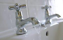 gorąca zlew klepnięć zimnej wody. Fotografia Stock