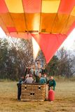 Gorące powietrze balon ogrzewa tuż przed zdejmował Obraz Stock