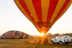 Gorące powietrze balon ogrzewa tuż przed zdejmował Obrazy Stock