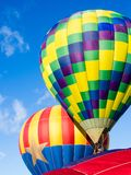 Gorące powietrze balony bierze daleko przy Winthrop balonu festiwalem fotografia stock