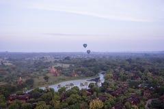gorące powietrze pagody i balony zdjęcie stock